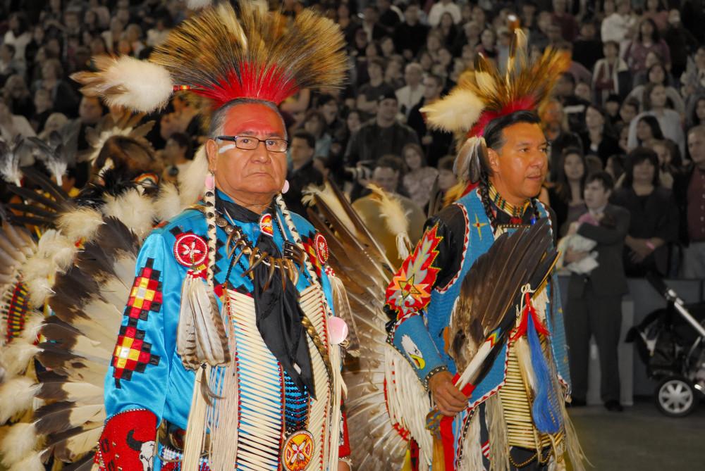 shutterstock_21274513 Traditional uniforms 2